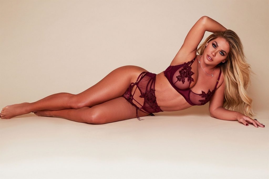 Bianca Gascoigne Shows Off Her Curves in Lingerie (6 Photos)