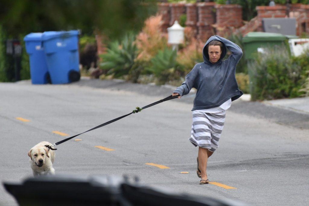 Owen Wilson's Wife Caroline Lindqvist Show Her Pokies in Malibu (4 Photos)