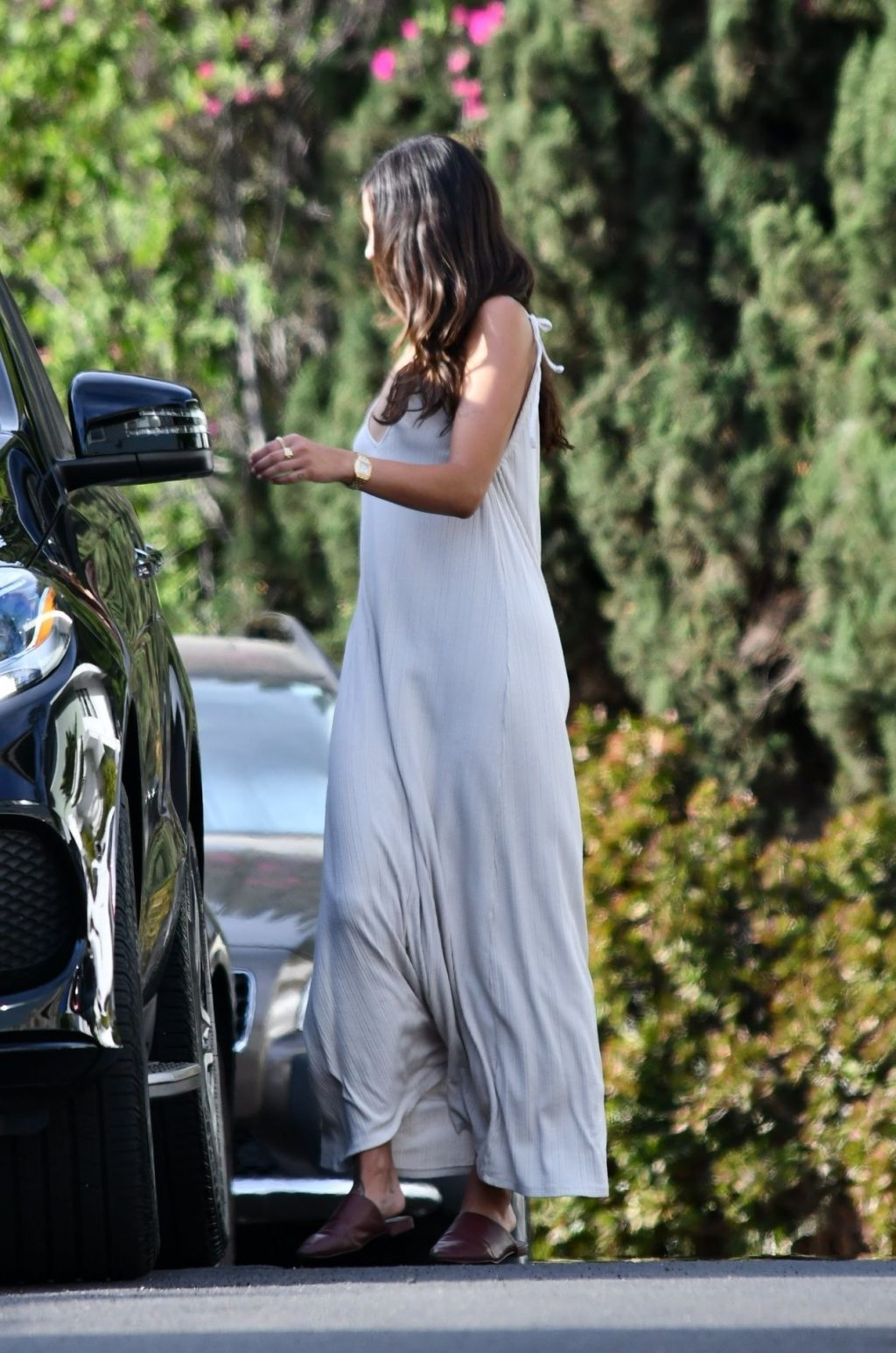 Eiza Gonzalez Wears a Full-length Backless Dress to Visit a Friend (11 Photos)
