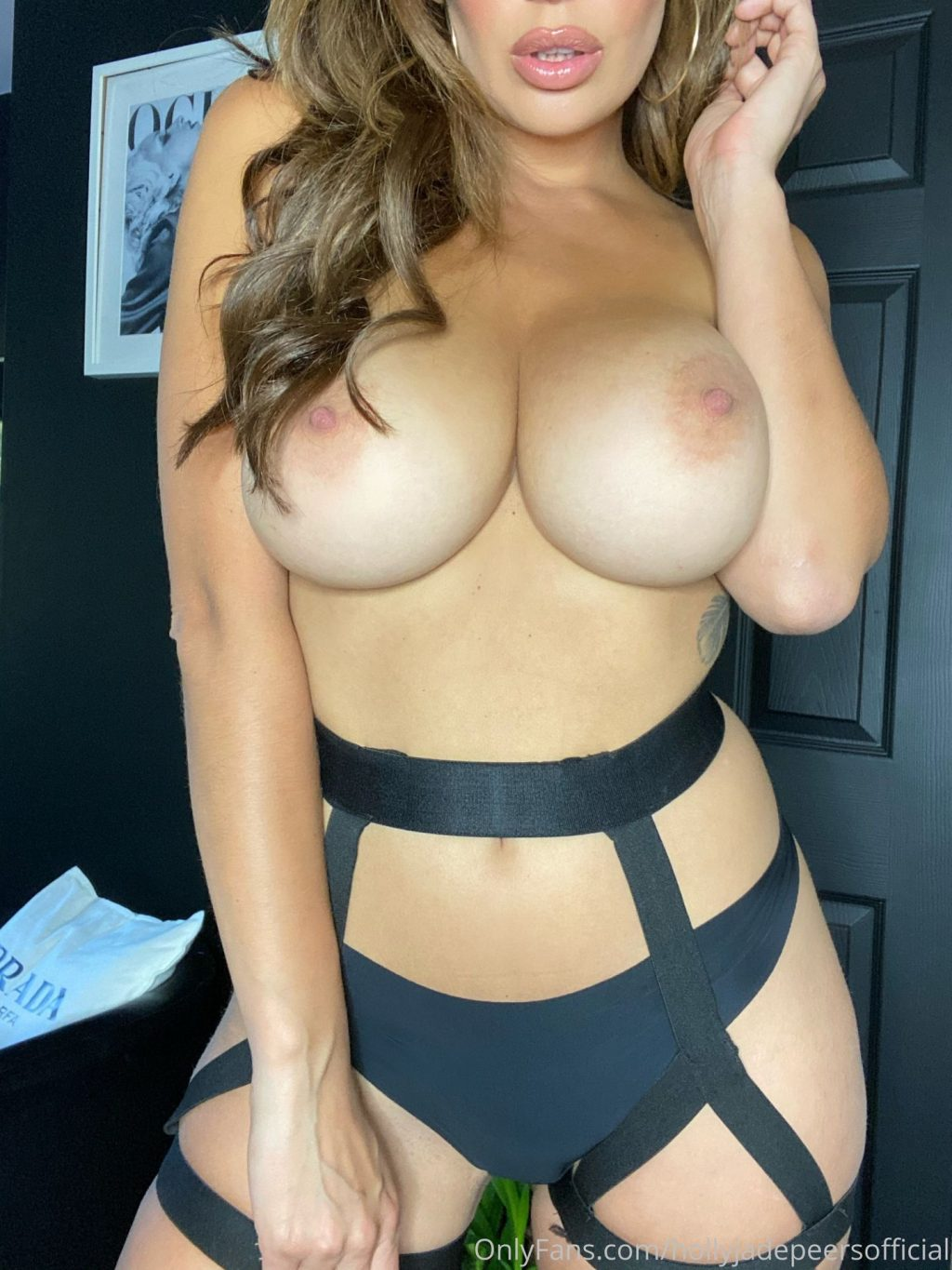 Holly Peers Nude (6 Photos)