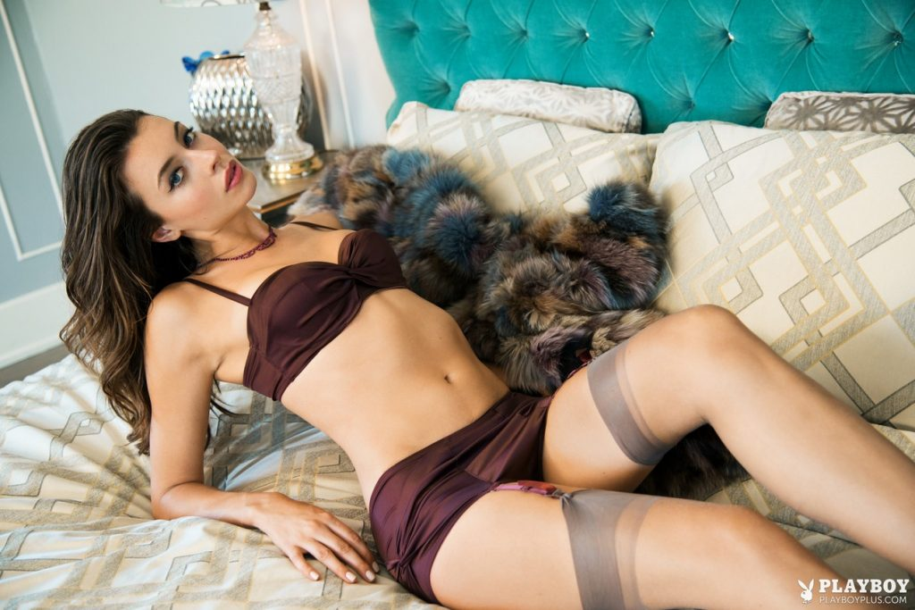 Roxanna Dunlop Nude & Sexy – Mover & Shaker (28 Photos)