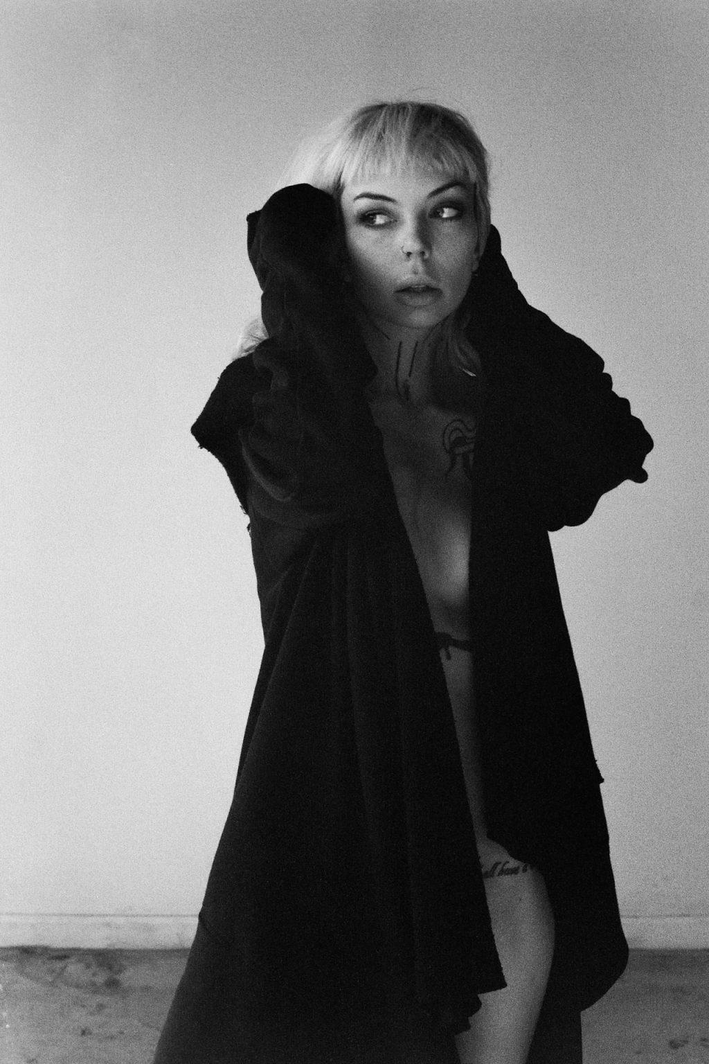 Schanae Jellick Nude (10 Photos)