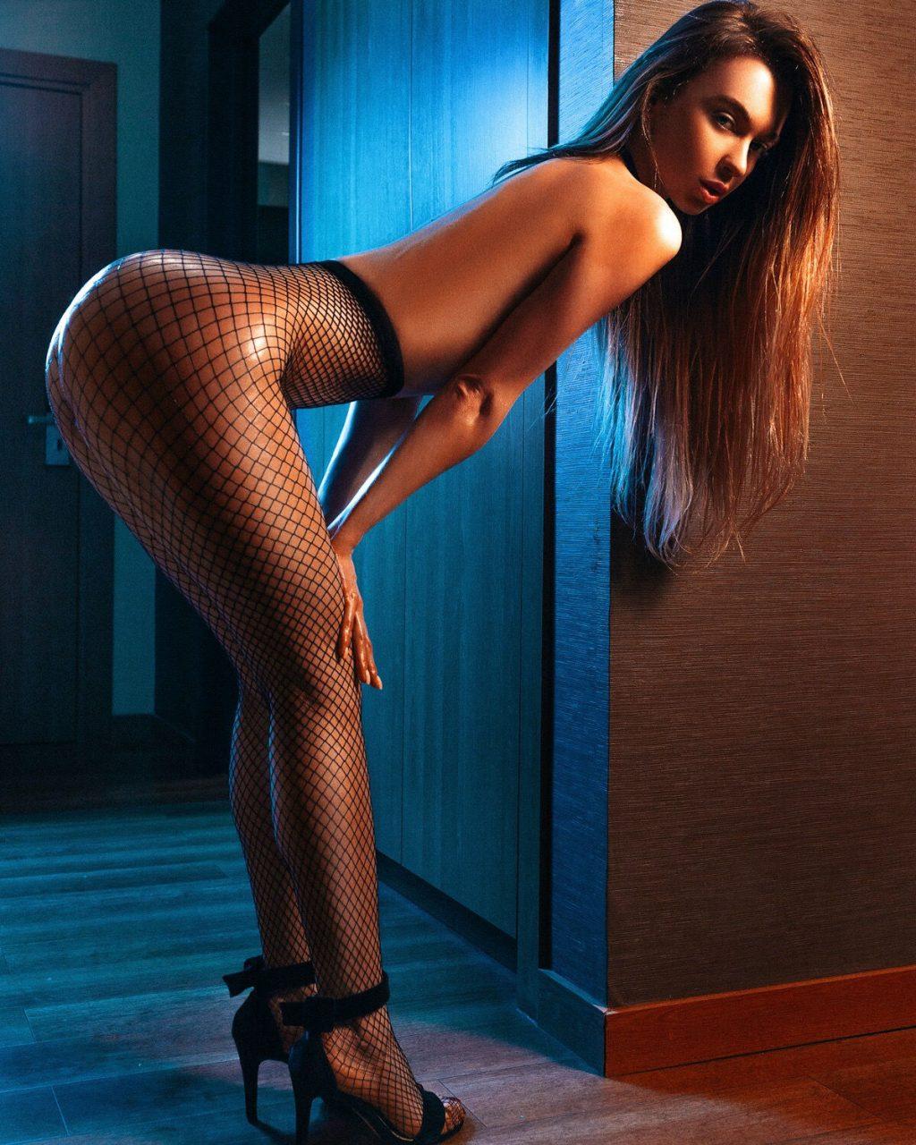 Anna Tsaralunga Nude (10 Hot Photos)