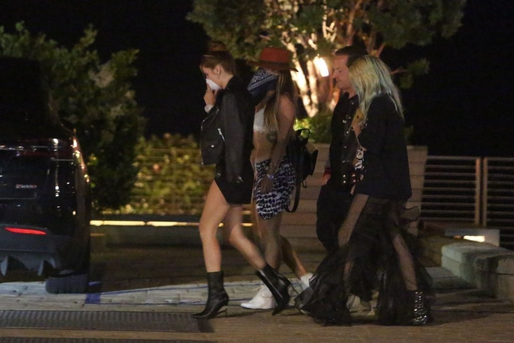 Bella Thorne Shows Off Her Slender Legs at Nobu (29 Photos)