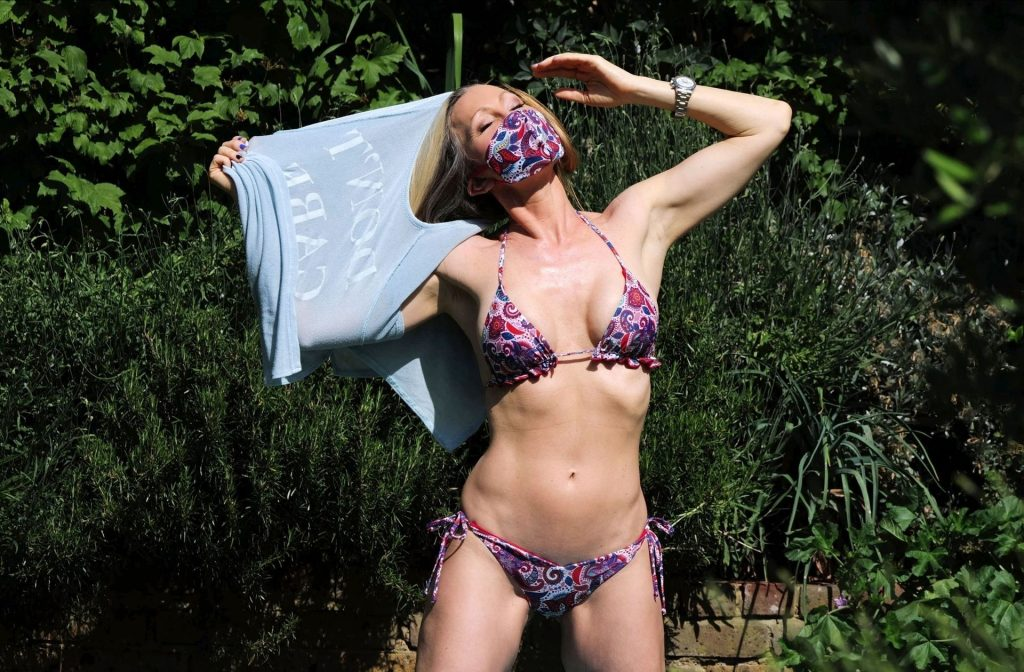 Caprice Bourret Shows Off Her Sexy Body in a London Park (10 Photos)