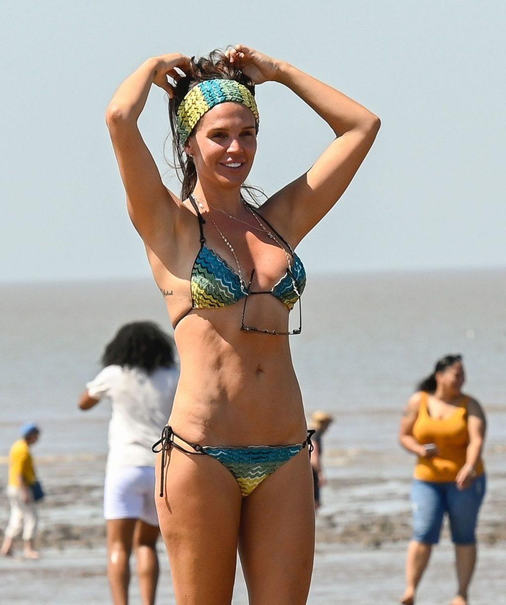 Danielle Lloyd Shows Off Her Abs on the Beach (65 Photos)