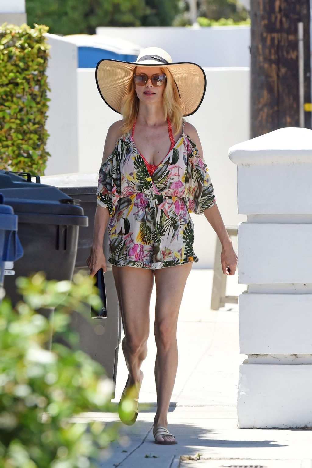 Sexy Heather Graham Goes to a Beach House with Friends (11 Photos)