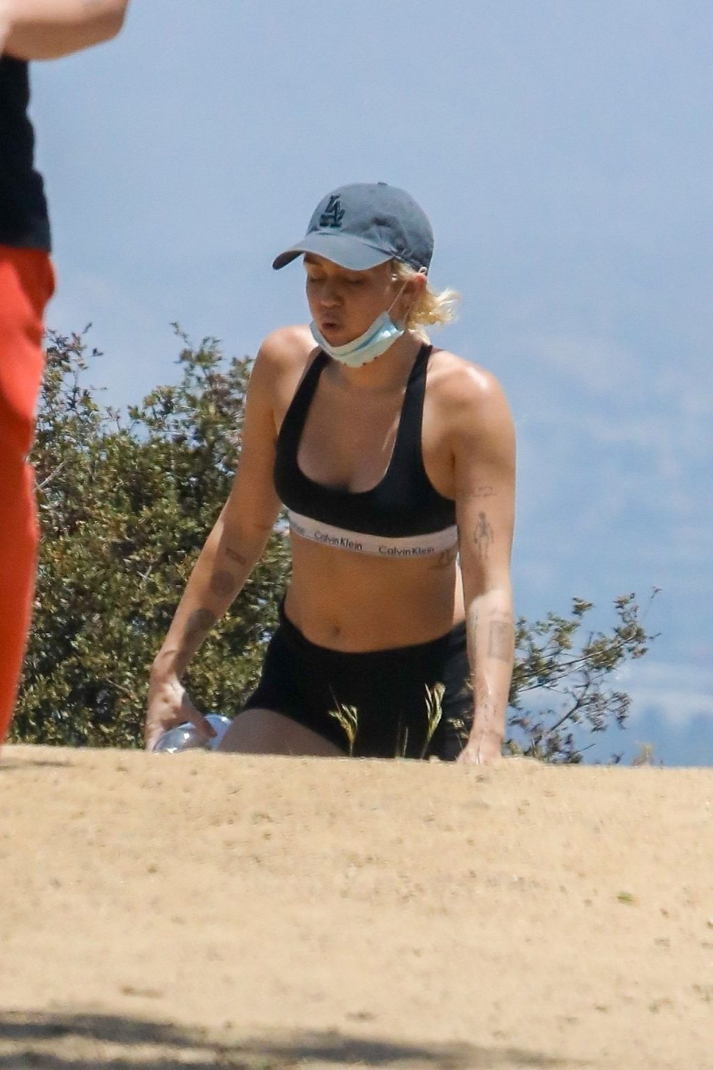 Miley Cyrus & Cody Simpson Go Hiking with their Dog in LA (10 Photos)
