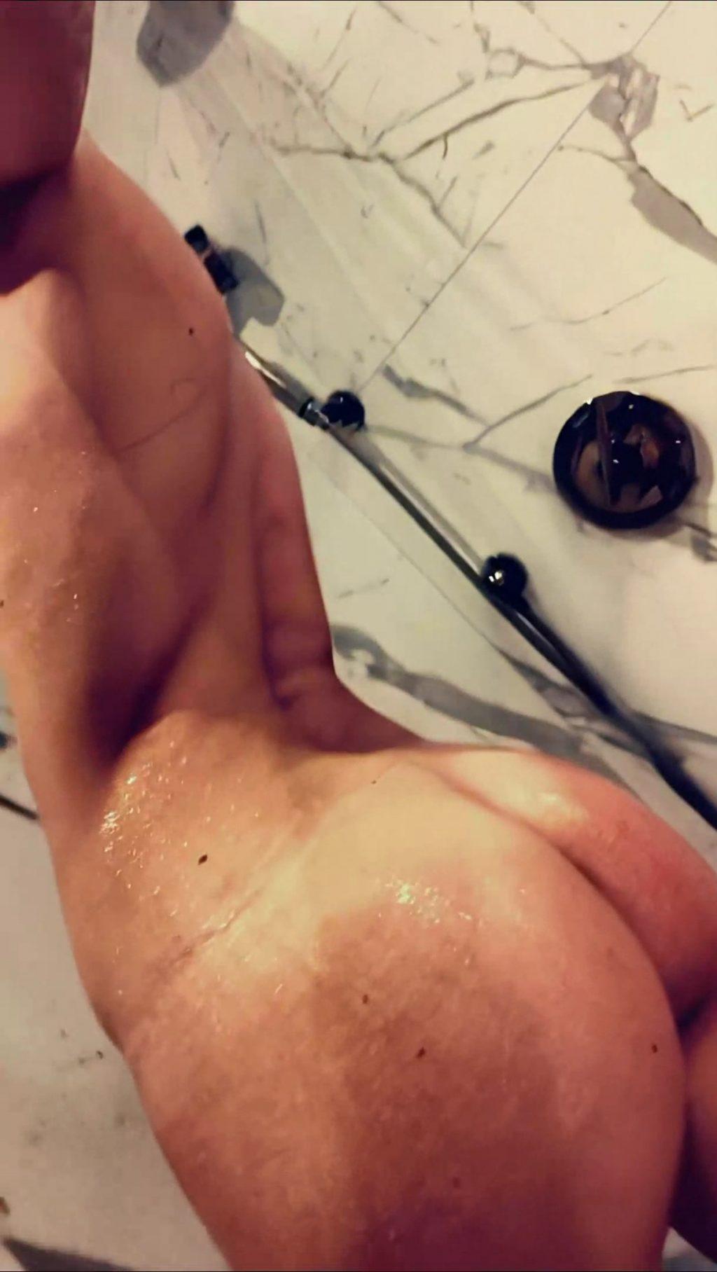 Bella Thorne Nude & Sexy (9 Photos + Video)