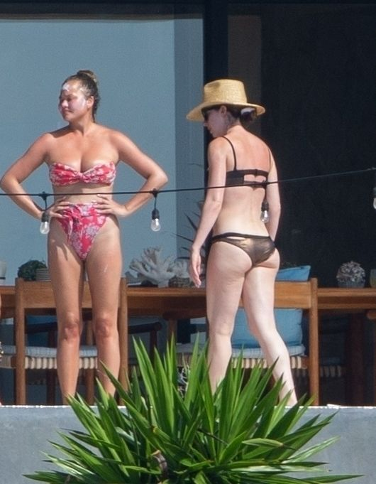 Chrissy Teigen Enjoy a Family Vacation in Cabo (26 Photos)