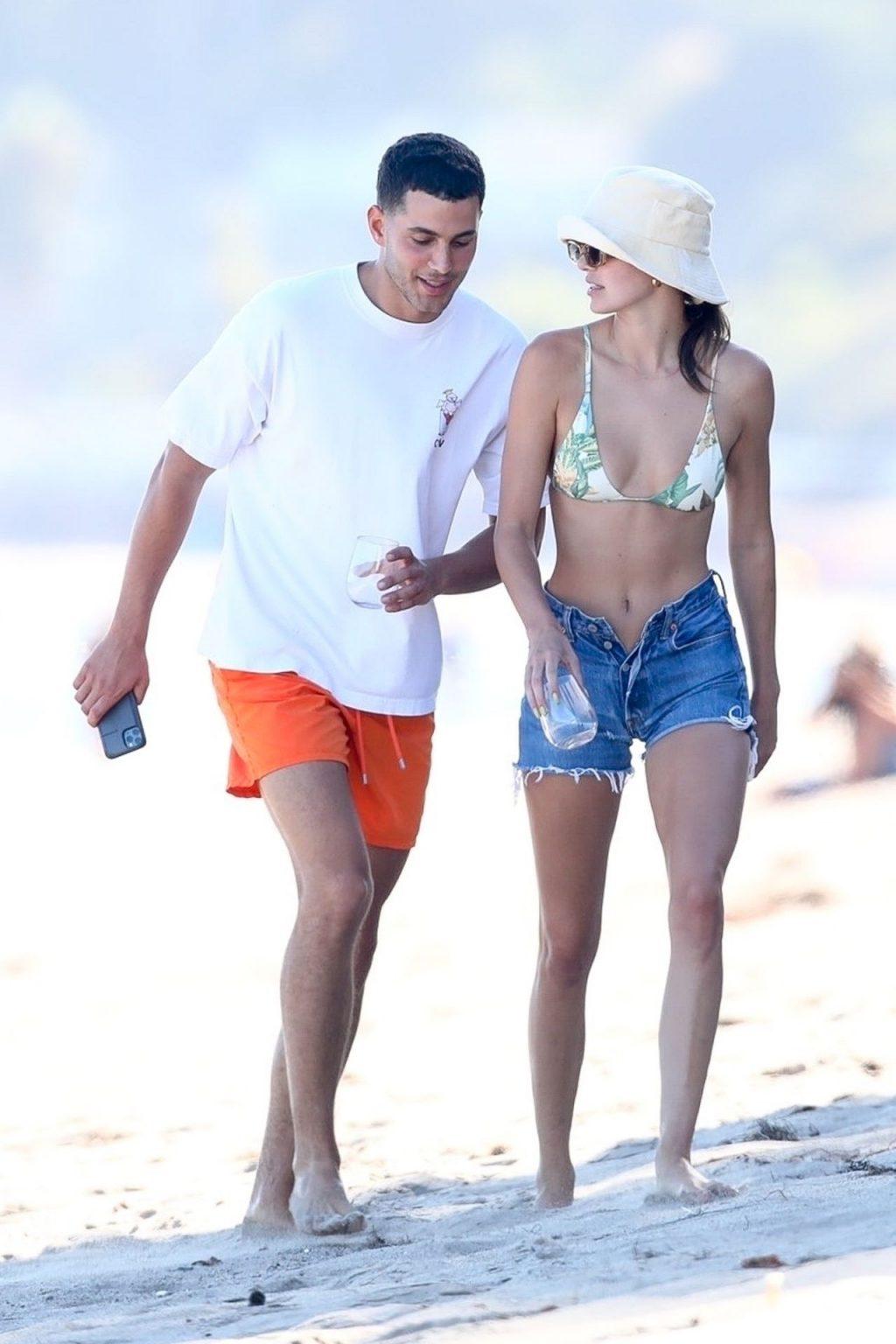 Kendall Jenner & Fai Khadra Go For a Walk While Enjoying a Beach Day in Malibu (191 Photos)