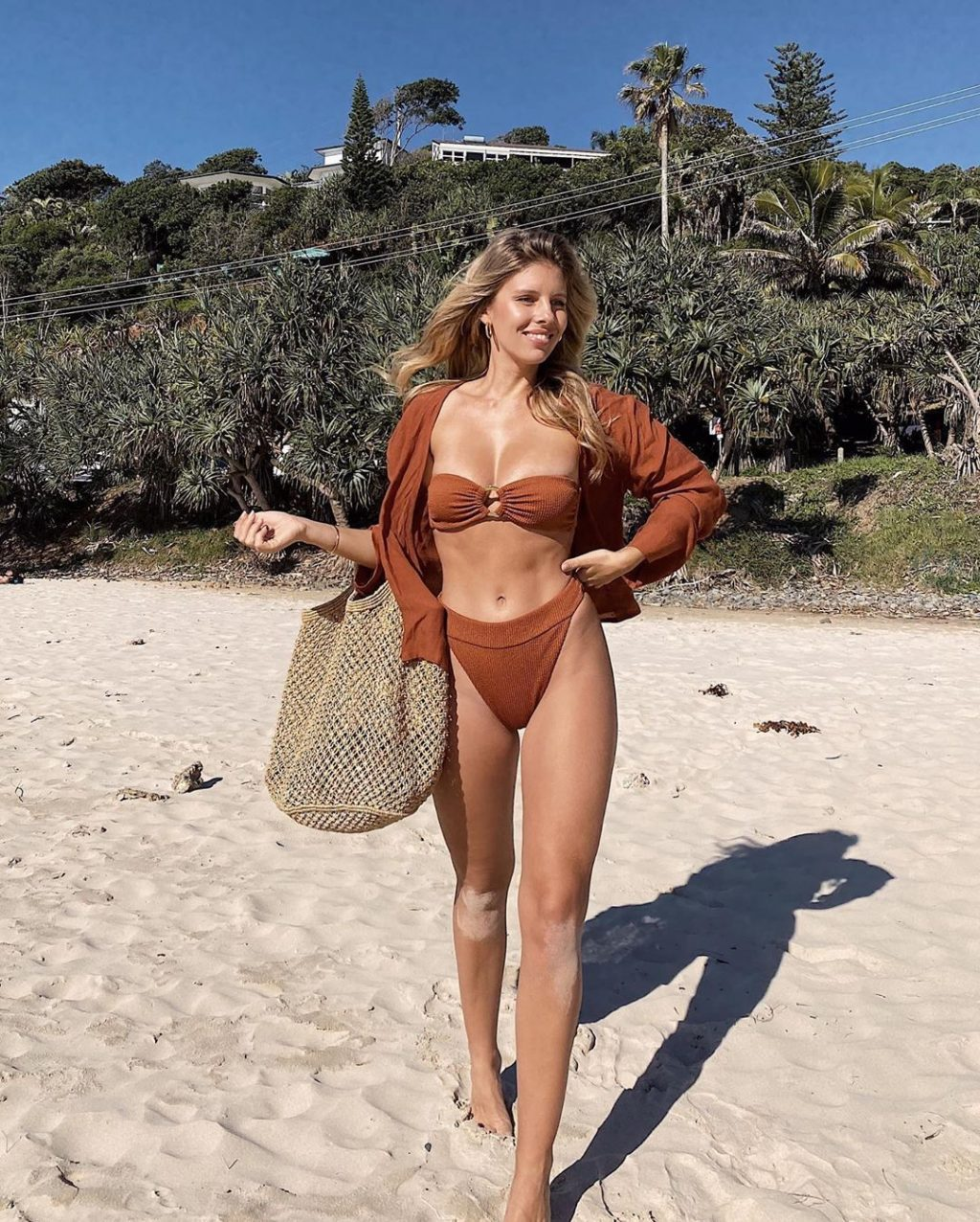 Natasha Oakley Sexy (15 Photos)