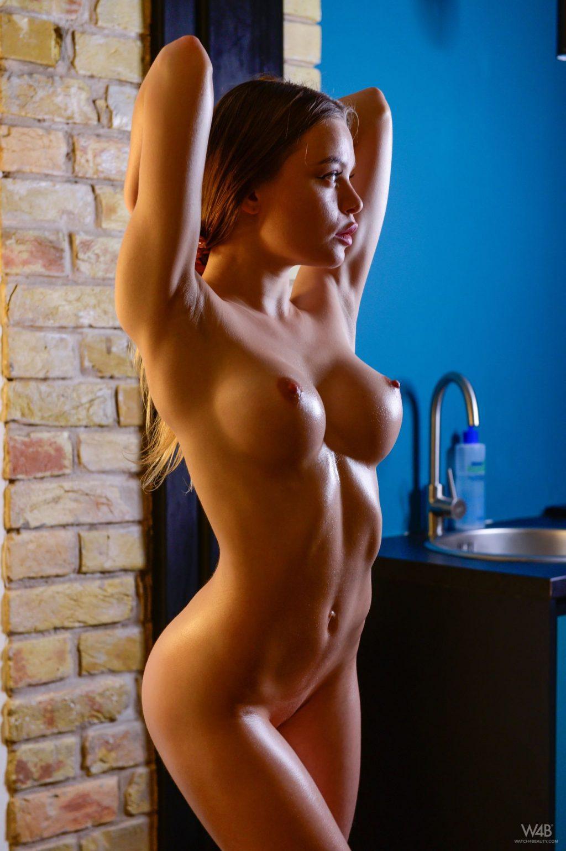 Vivien Midi Nude (12 Photos)