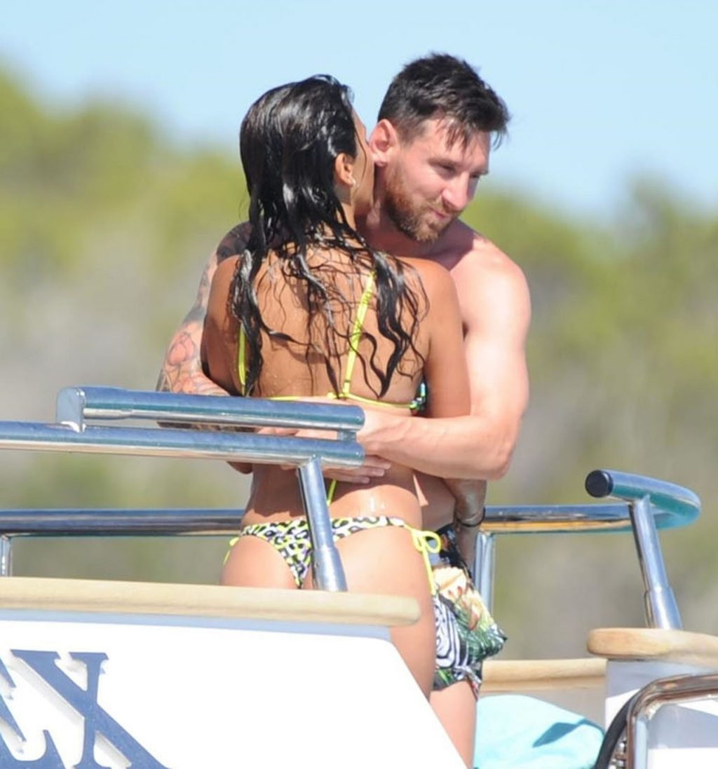 Lionel Messi & Antonela Roccuzzo Are Pictured Enjoying Their Holiday (43 Photos)