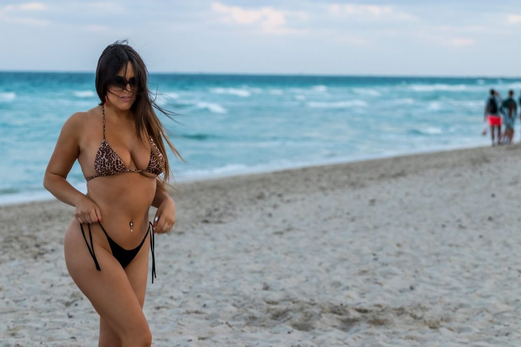 Claudia Romani is Seen While Exercising on the Beach (11 Photos)