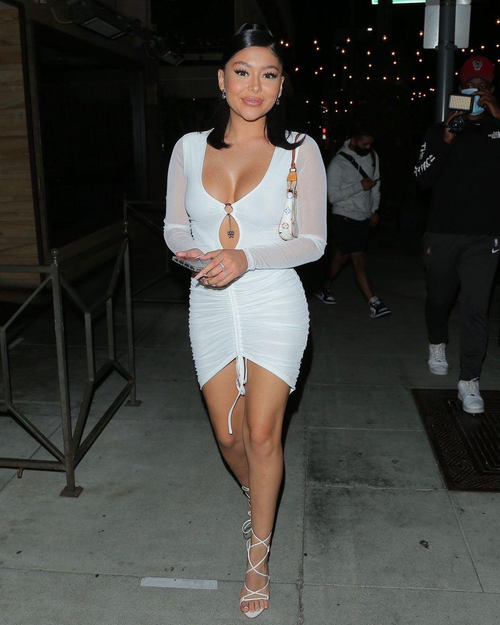 Sexy Daisy Marquez Stuns in White as She Exits Il Pastaio (5 Photos)