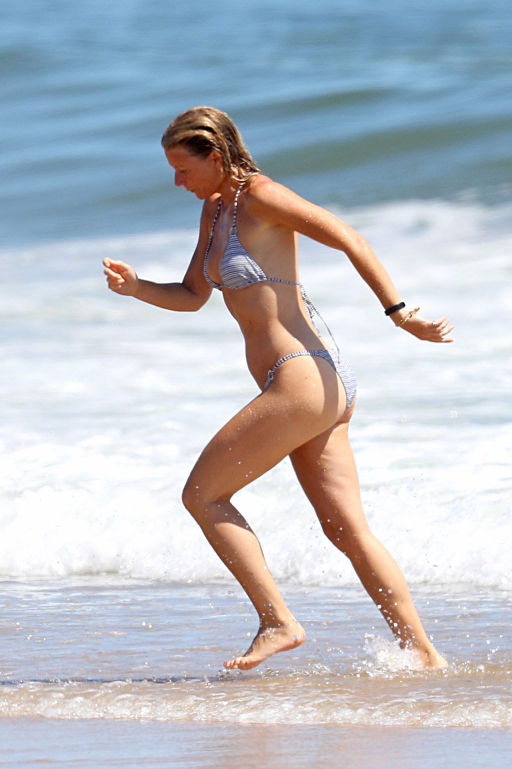 Gwyneth Paltrow Shows Off Her Toned Beach Body on the Beach in The Hamptons (95 Photos)