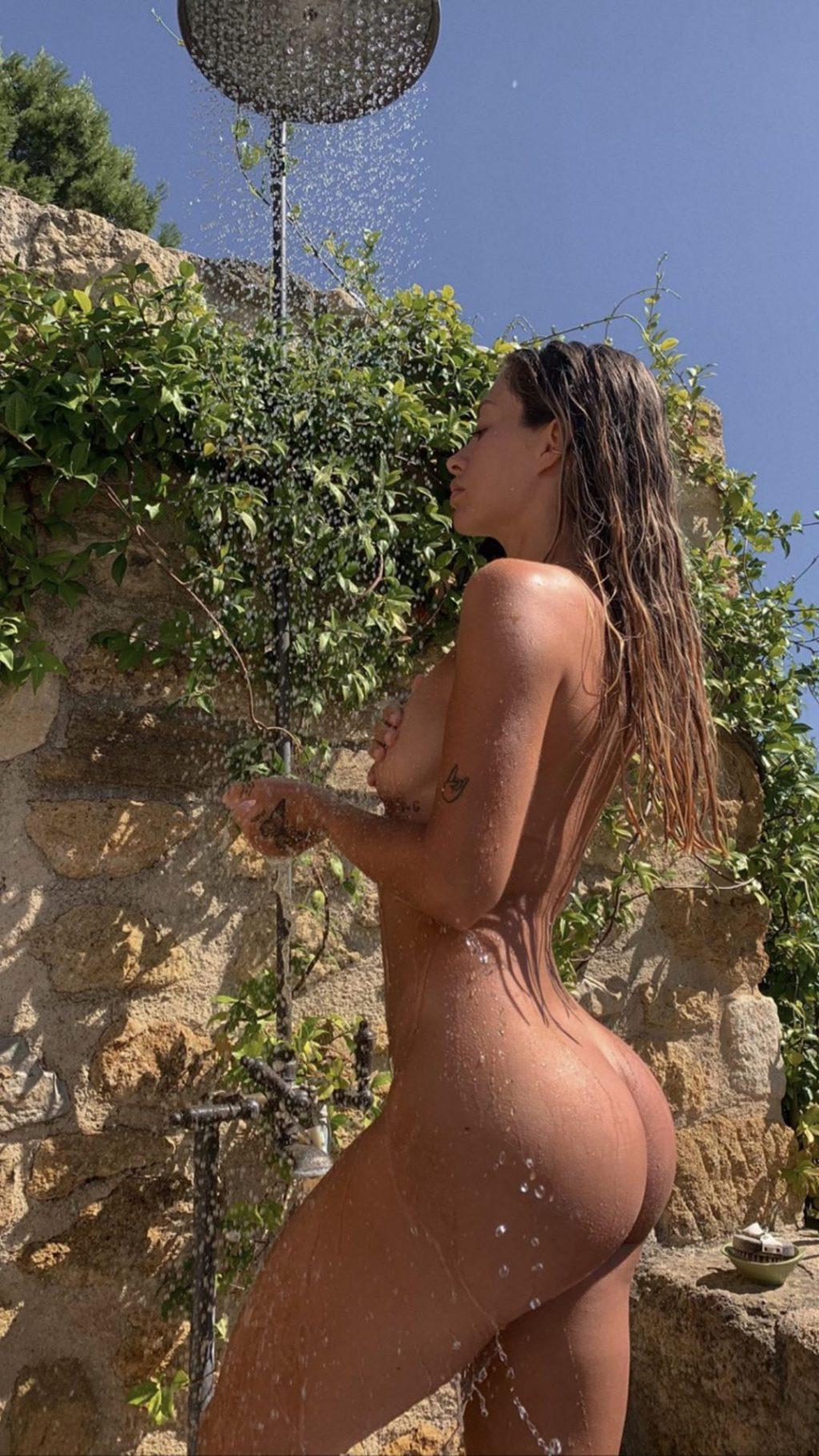 Pauline Tantot Nude (2 Photos)
