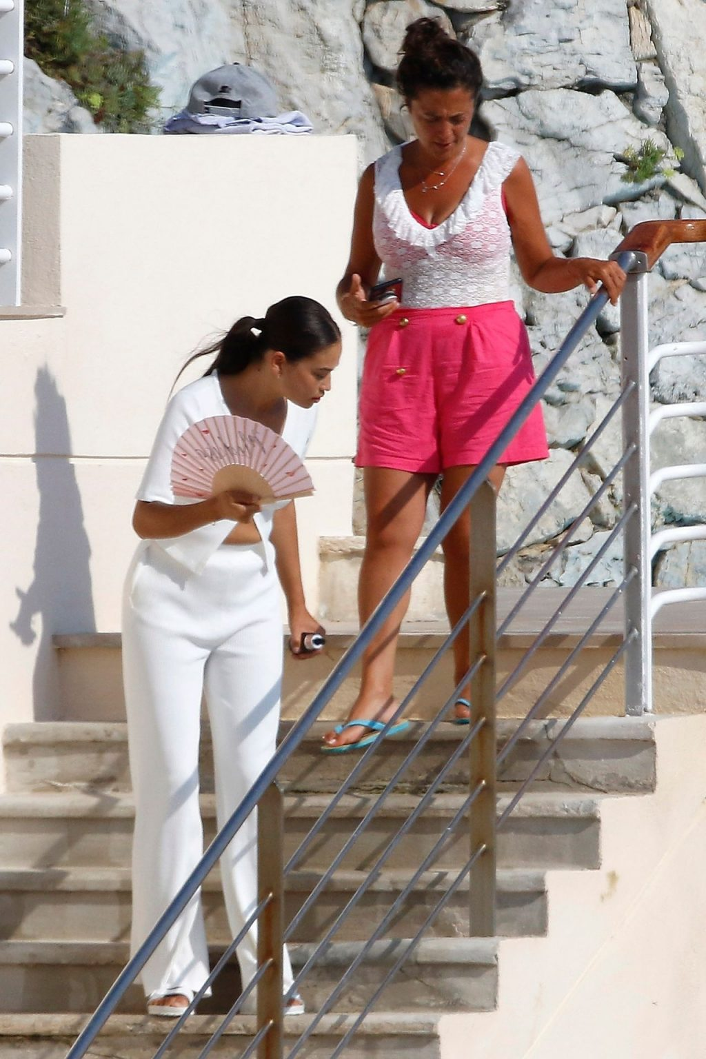Braless Shanina Shaik Enjoys a Sunny Day with Her Friends (150 Photos)