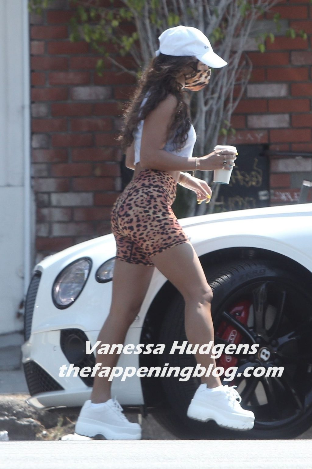 Vanessa Hudgens Shows Off Her Sexy Booty in Shorts While Picking Up Lunch (16 Photos)