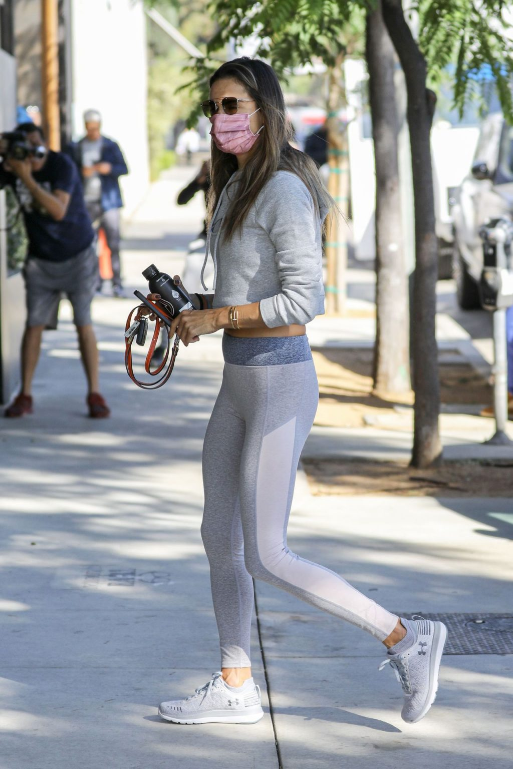 Alessandra Ambrosio Looks Fabulous In Grey Leggings at the Gym (94 Photos)