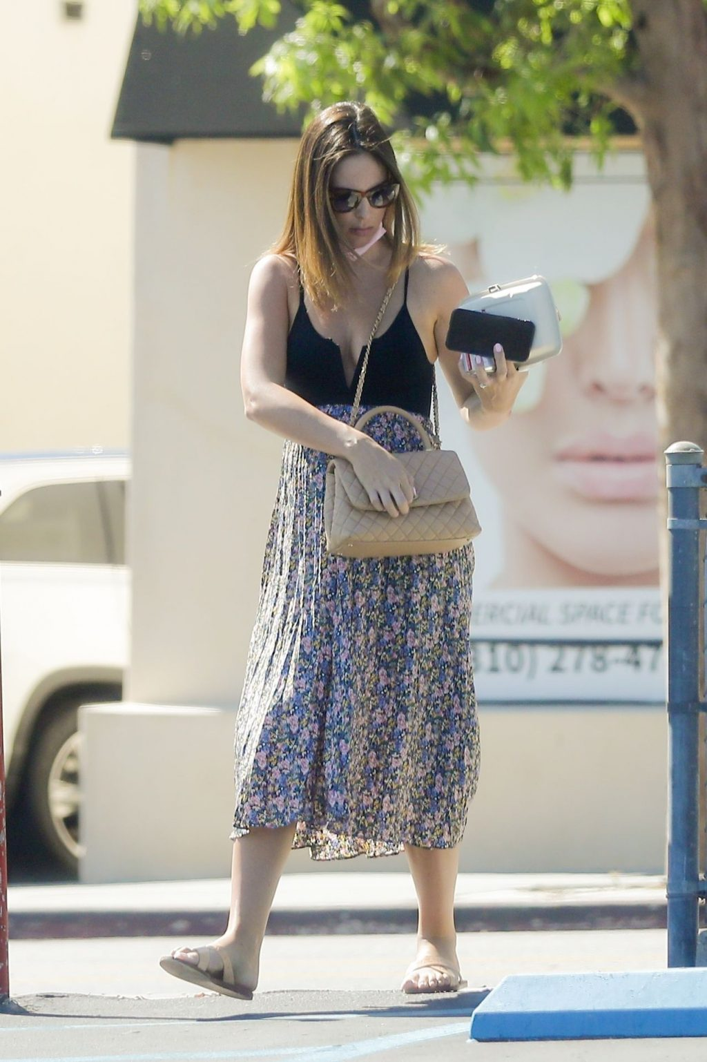 Brittny Ward Covers Her Baby Bump with a Summer Sress in Brentwood (28 Photos)