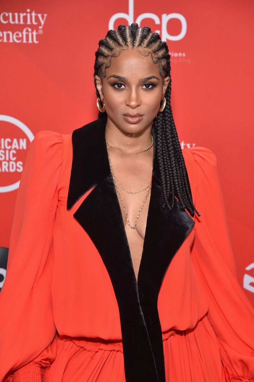 Ciara Shows Off Her Cleavage at the American Music Awards (17 Photos)