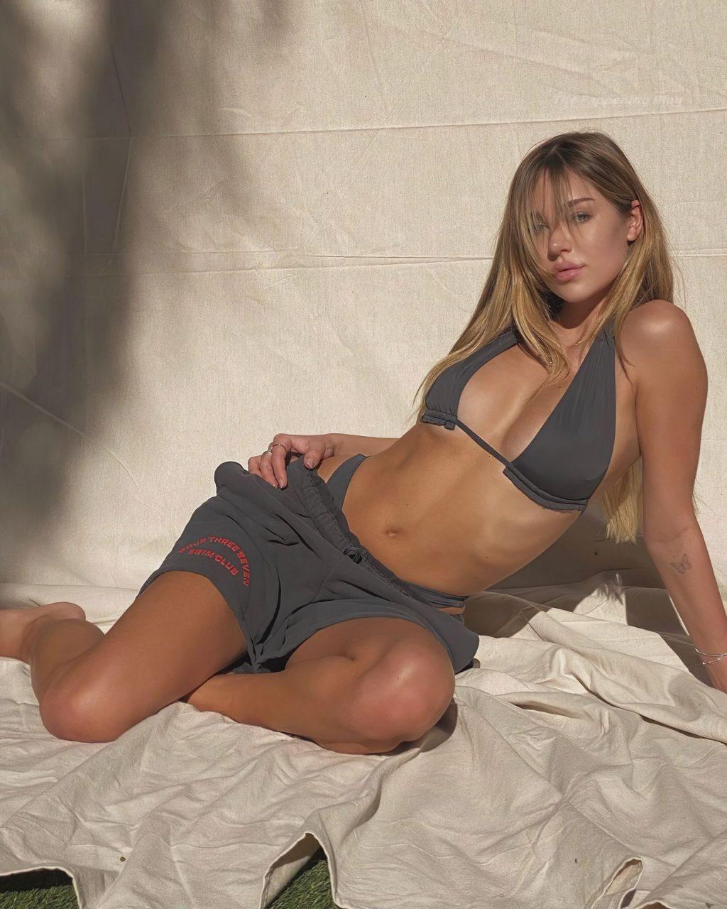 Delilah Belle Hamlin Sexy (5 Photos)
