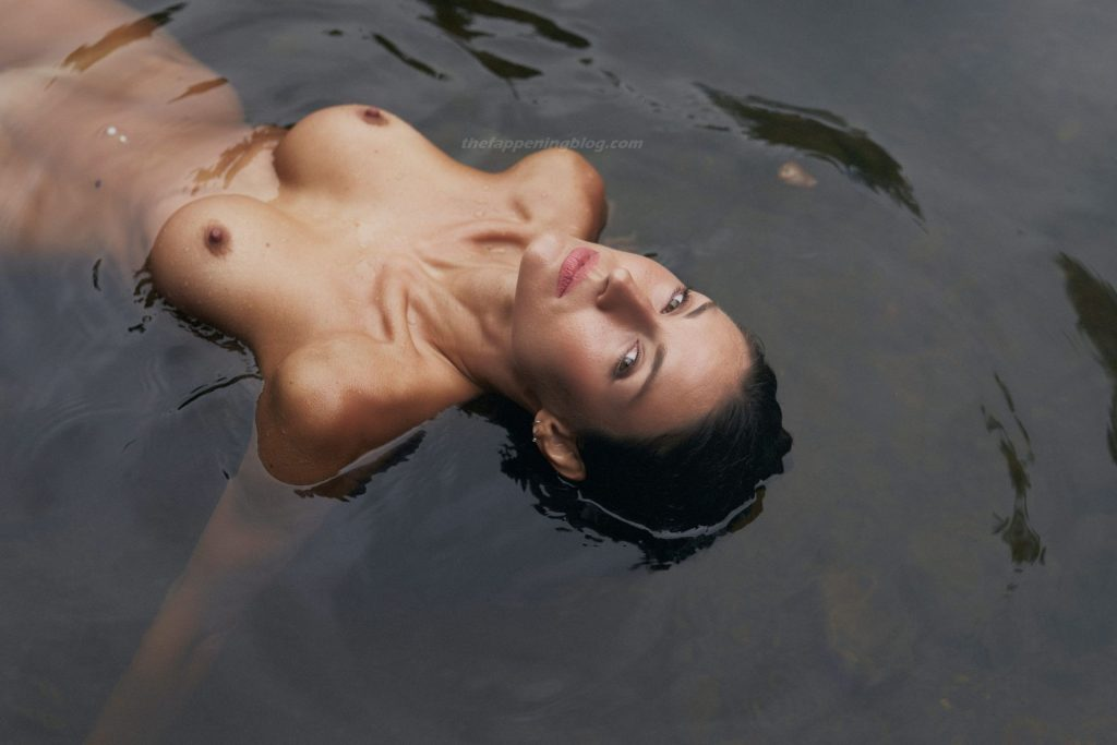 Zurine Aspiunza Nude – Waterfall (11 Photos)
