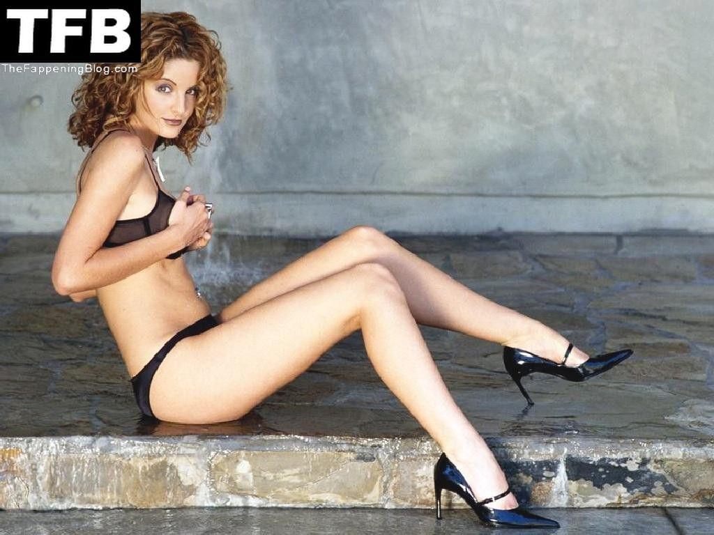 Alexis Thorpe Nude & Sexy Collection (16 Photos)