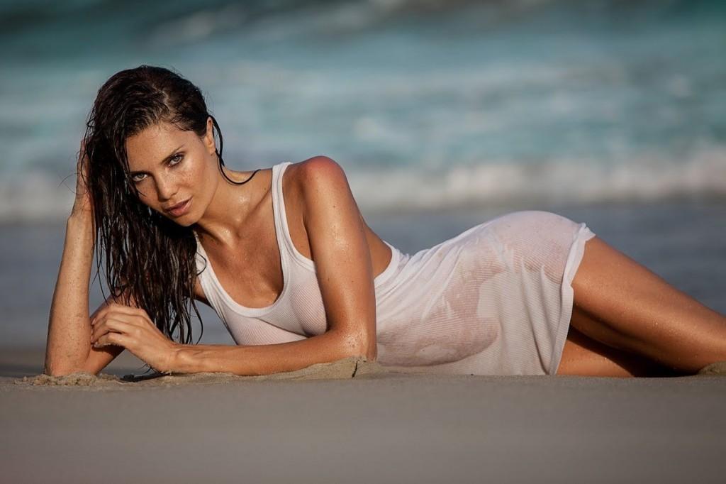 Wet Julia Pereira pics