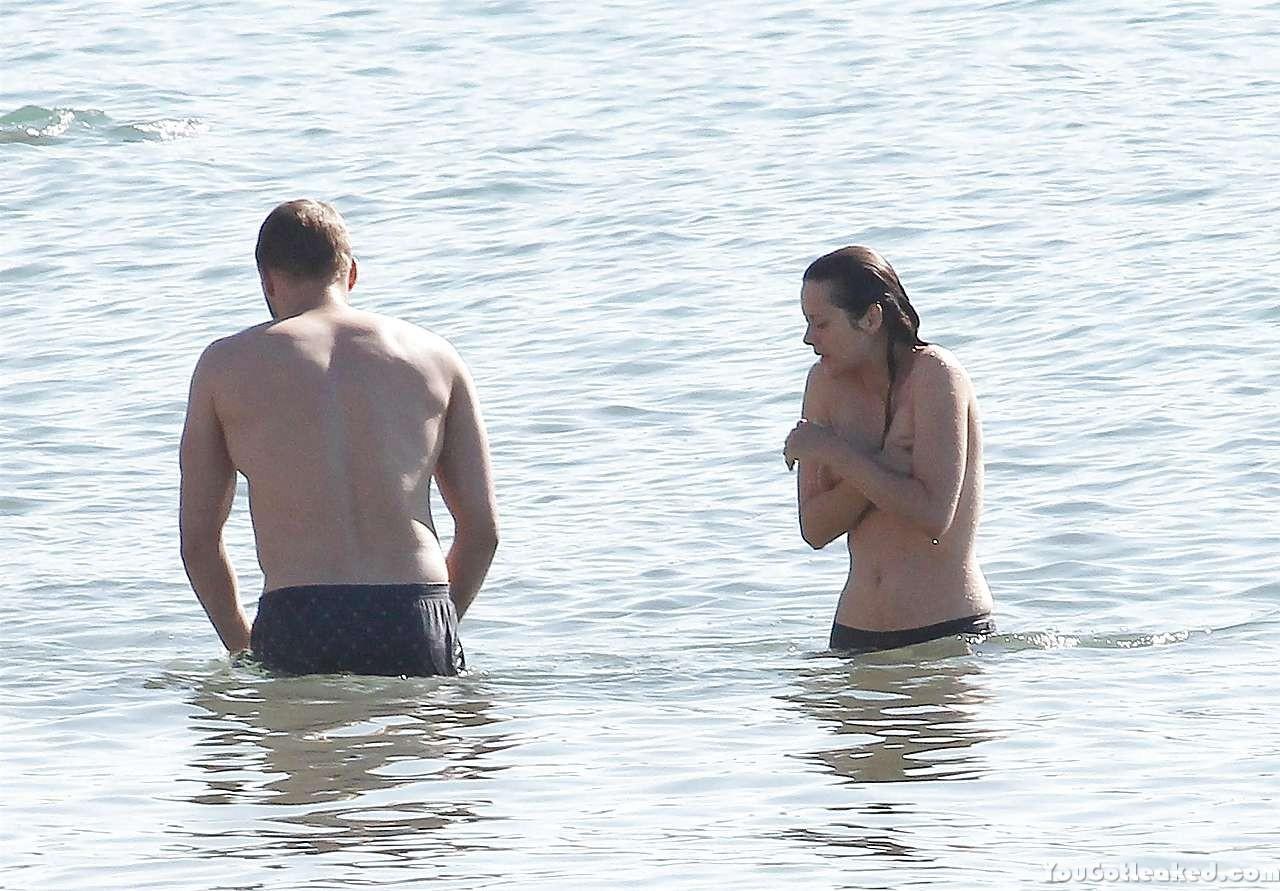 Marion Cotillard topless pics