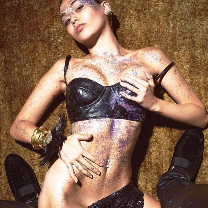 Miley Cyrus sexy new photos