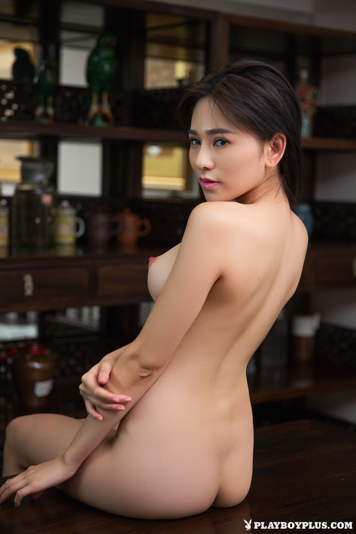 sexy naked cyborg girl