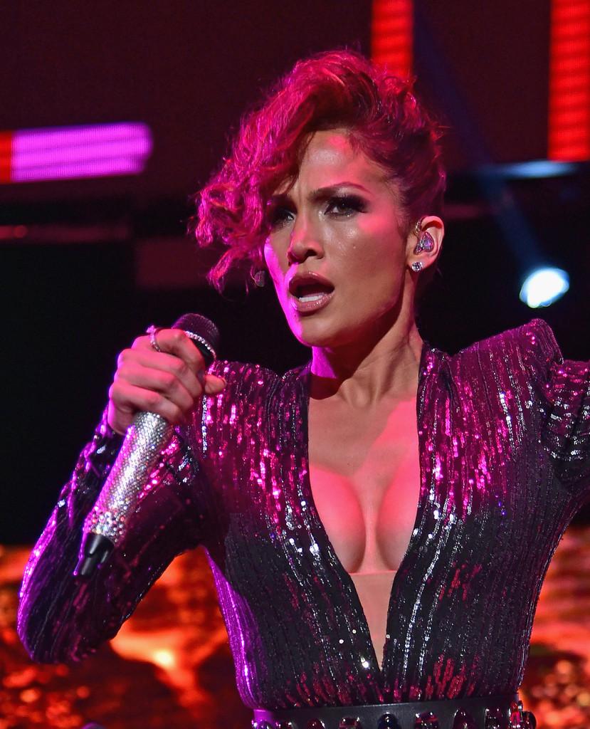 Jennifer Lopez Cleavage Photos