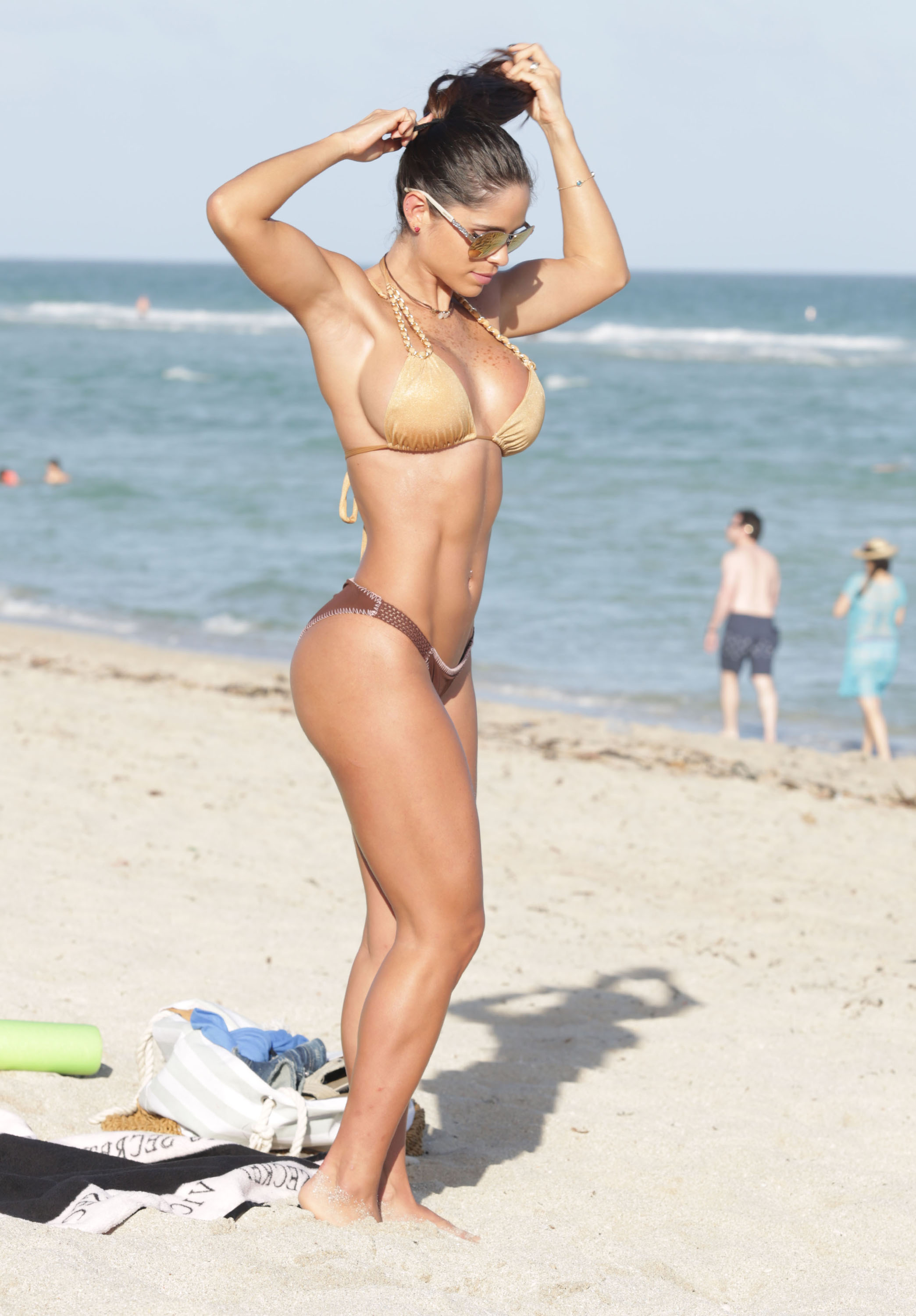Sexy pics of Michelle Lewin