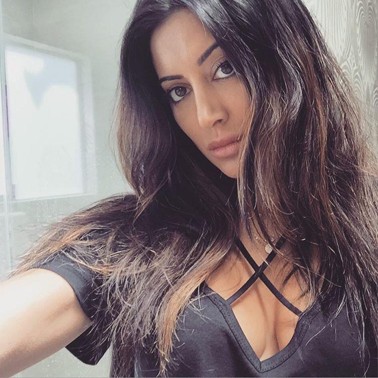 Noureen DeWulf Hot Photo