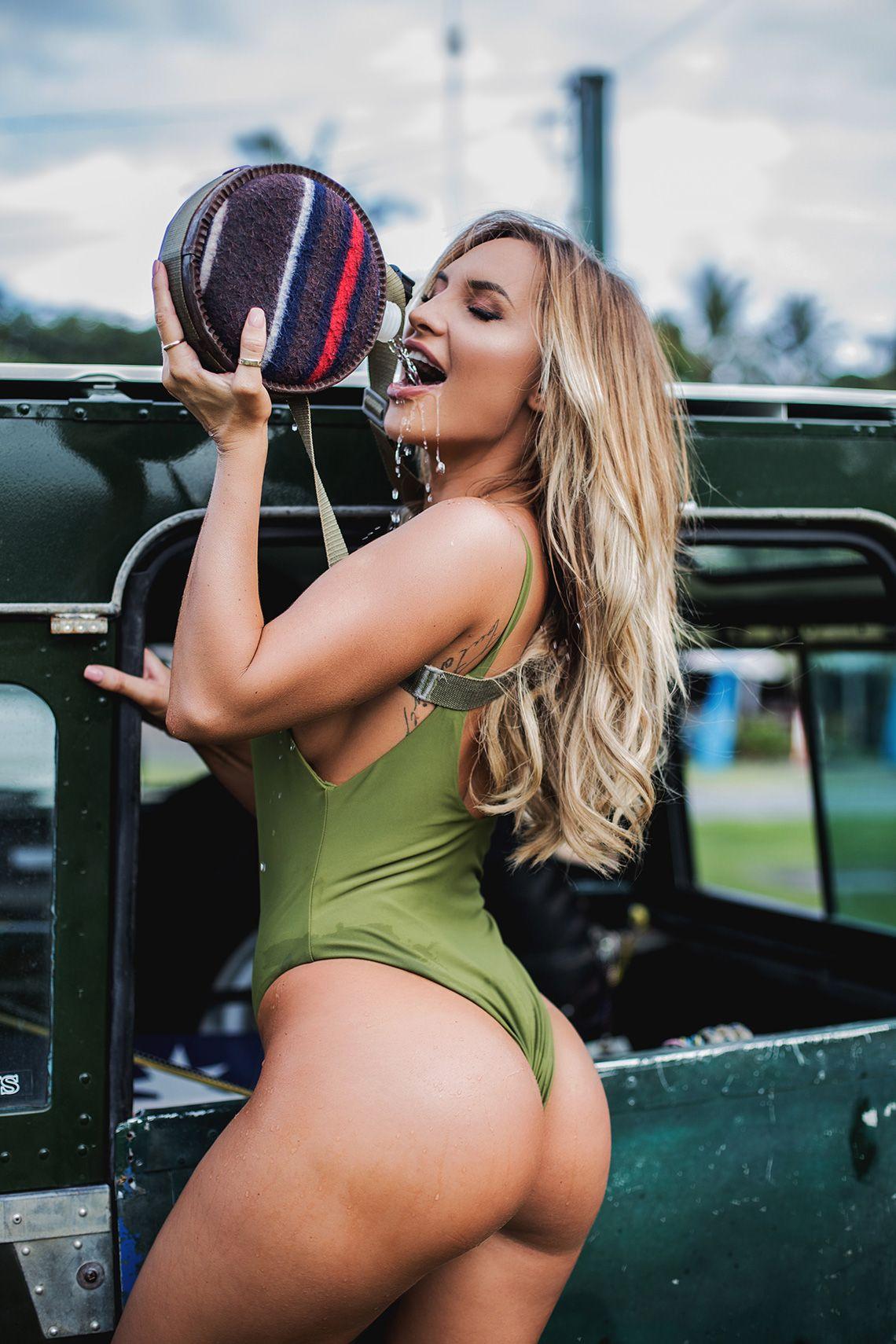 Sexy Photos of Rosanna Arkle & Brooke Evers