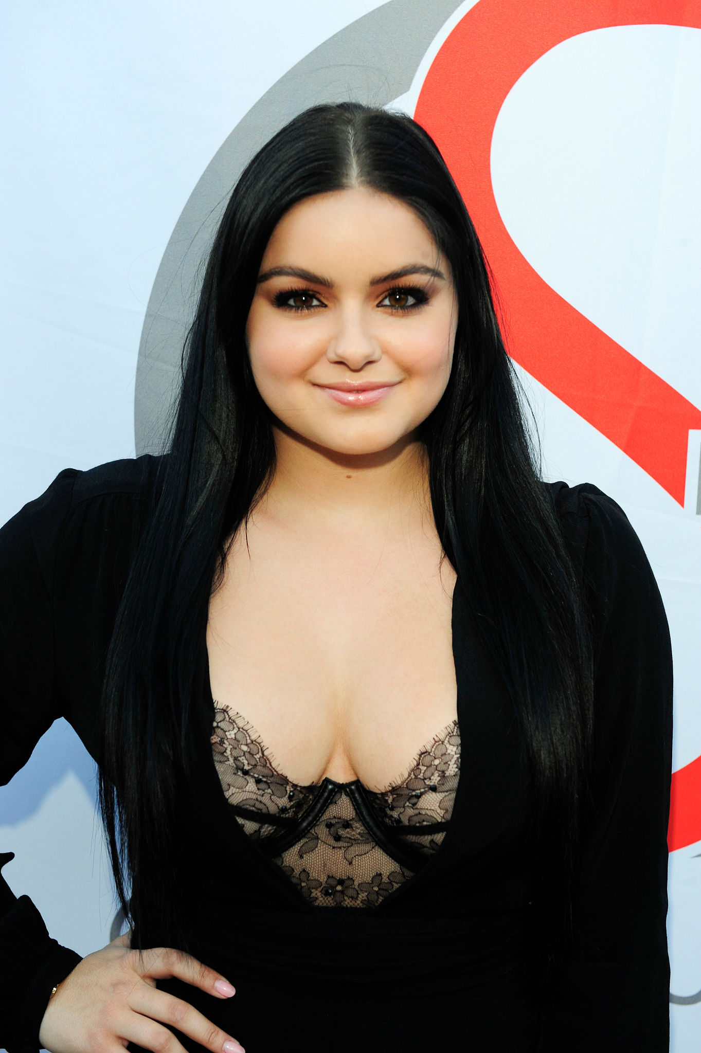 Ariel Winter Cleavage Photos