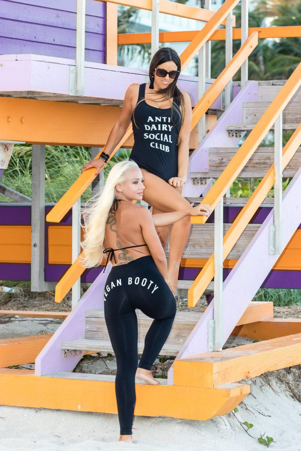 Claudia Romani & Daisy Jae Hot