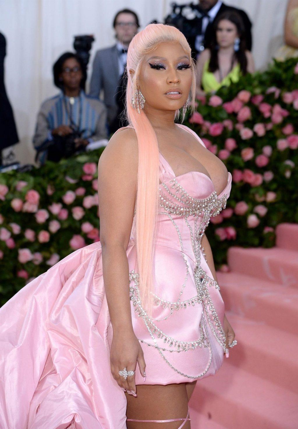 Nicki Minaj Cleavage