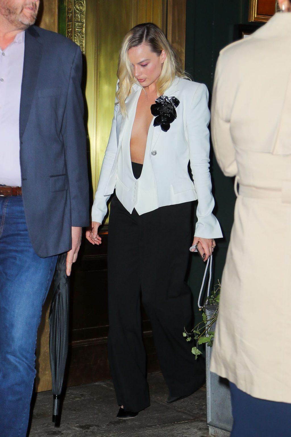 Margot Robbie Braless
