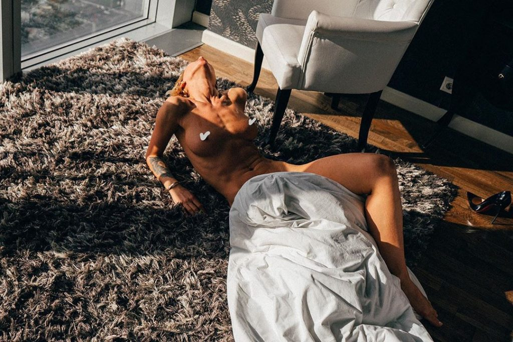Valeria Arno Topless