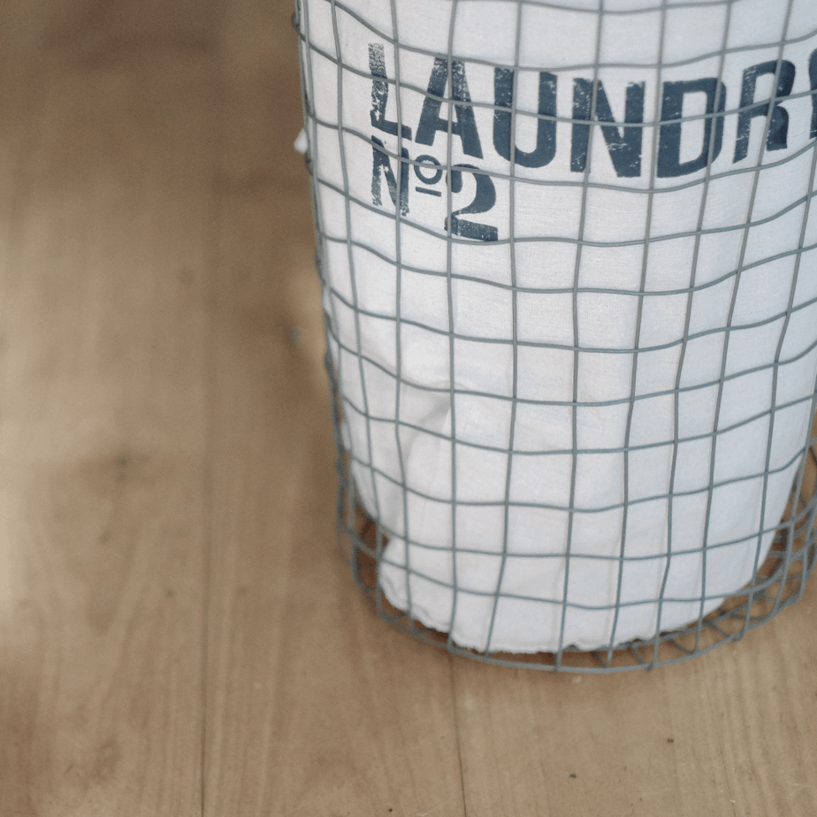 Cleaning schedule to keep you sane during this quarantine – with free printable!