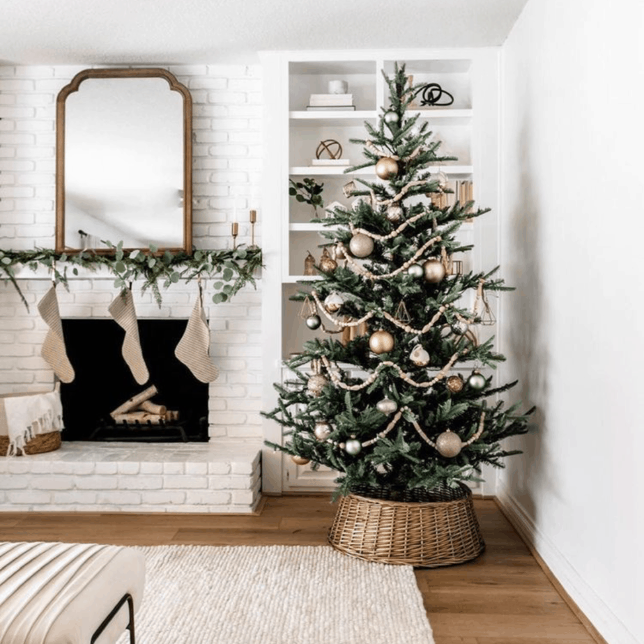 Christmas tree garland with wooden beads