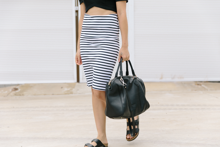 Crop top with skirt. Minimalist street style. Minskat Copenhagen bag.
