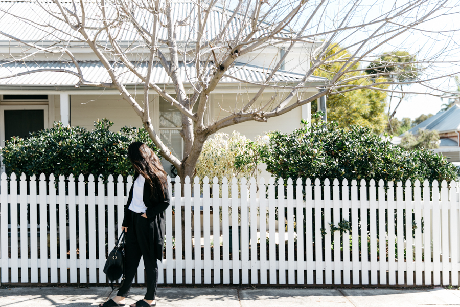 Black & white minimalist outfit. Perth blogger wearing Boohoo.