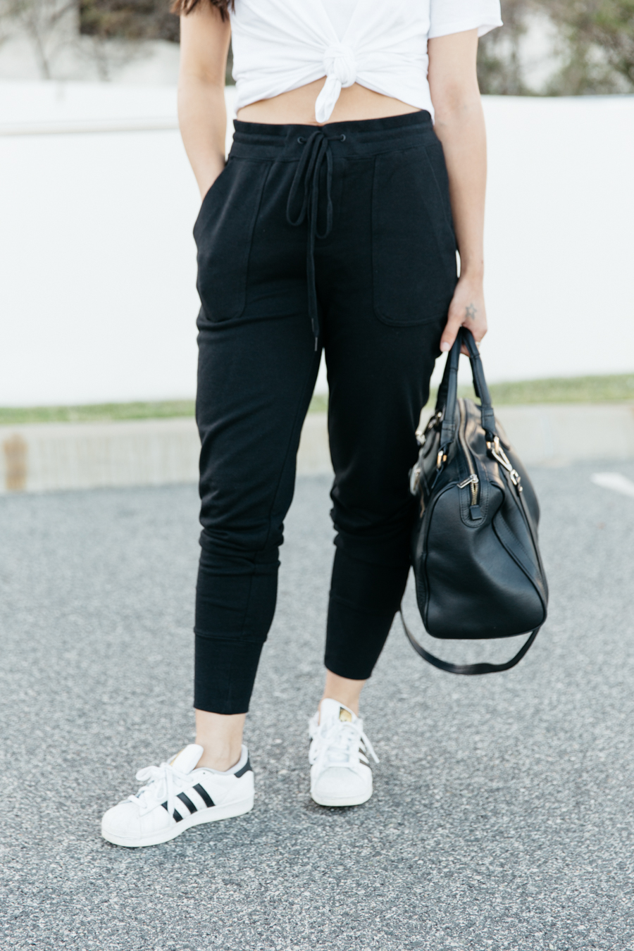 Casual weekend outfit look with sweat pants.