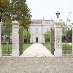 Bottega-Veneta-Villa-Entrance