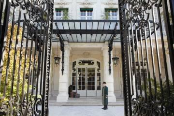 Shangri-La-Paris Entrance